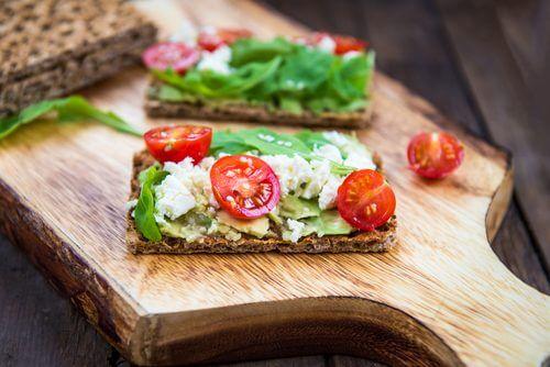Cracker mit Gemüse