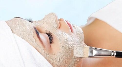 Gesichtsmaske 20 Minuten einwirken lassen