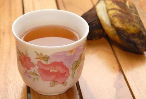 Tee mit Bananenschalen