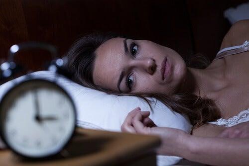 Frau leidet an Schlaflosigkeit