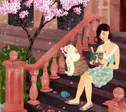 Frau geniesst Glück beim Lesen