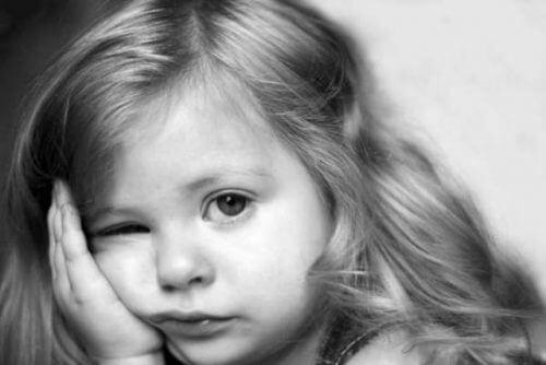 gelangweiltes Mädchen