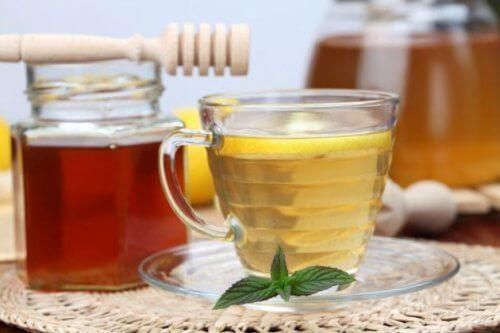 Schlafprobleme mit Apfelessig und Honig lindern