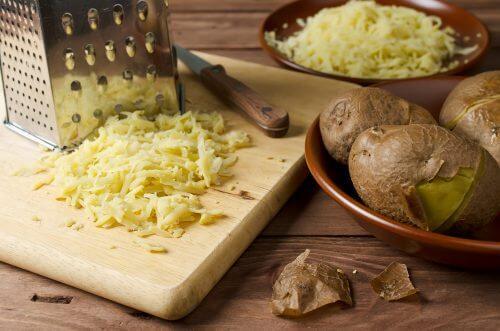 Haut aufhellen mit Maske aus Kartoffeln