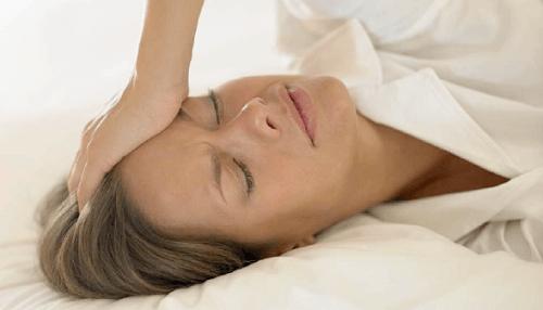 Schwitzen und Kopfschmerzen ein Zeichen vor Herzstillstand