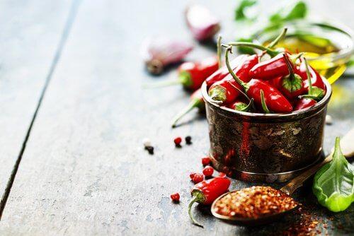 analer Juckreiz durch scharfe Nahrungsmittel wie Chili