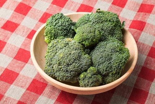 6 Gründe warum du regelmäßig Brokkoli essen solltest