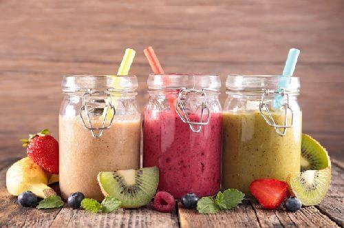 flacher Bauch: Mixgetränke die helfen können