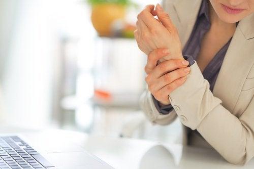 Anzeichen für Fibromyalgie: Gelenkschmerzen