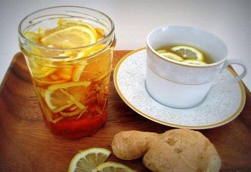 Saft mit Zitrone und Ingwer zum Abnehmen