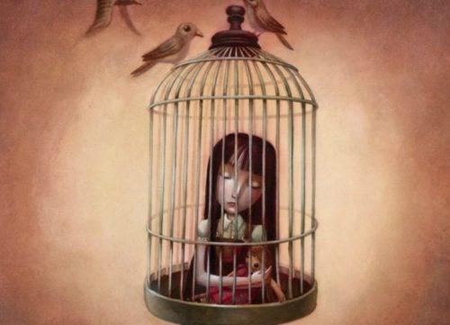 das verletzte Kind im Käfig