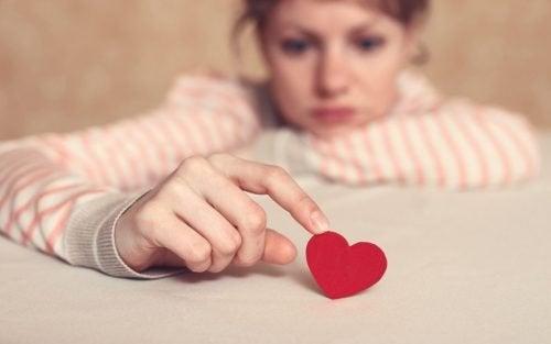 junge Frau mit Liebeskummer