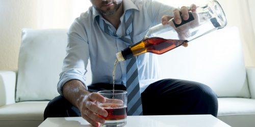 Mann mit Alkoholsucht