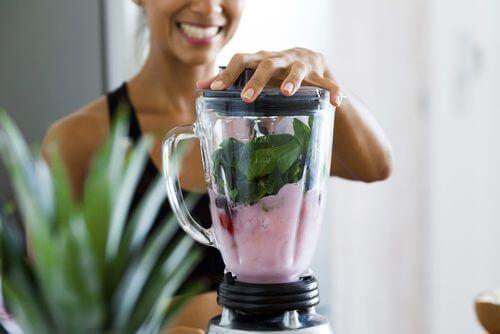 4 Mixgetränke, die auf nüchternen Magen beim Abnehmen helfen