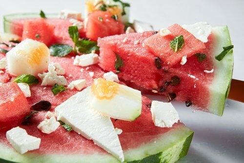 Muskeln stärken mit Wassermelone, Käse und Ei