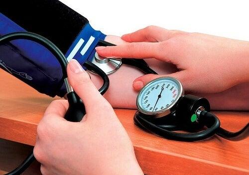 Was hilft bei Bluthochdruck? 7 natürliche Heilmittel