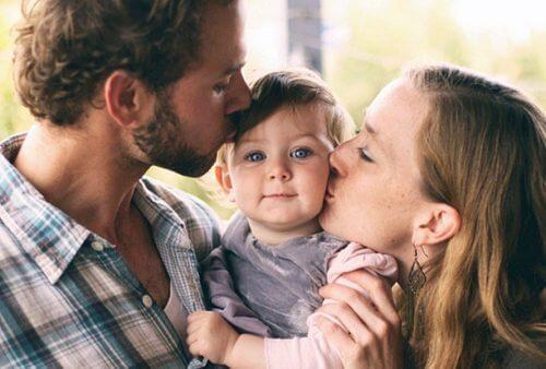 Vater, Kind und Mutter - verzeihe deinen Eltern