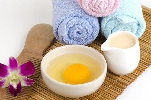 Reinigung der Haut mit Mandeln und Ei