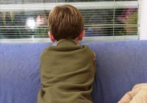 Zu den Eigenschaften eines Kinderschänders gehört, dass sie das Verhalten der Kinder beeinflussen.