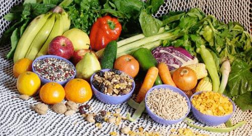 natürliche Wimpernpflege durch gesunde Ernährung