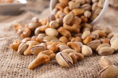 Trockenfrüchte und Kerne