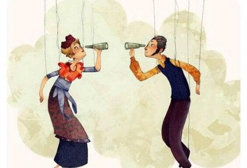zwei Marionetten werden von Menschen mit starker Persönlichkeit manipuliert