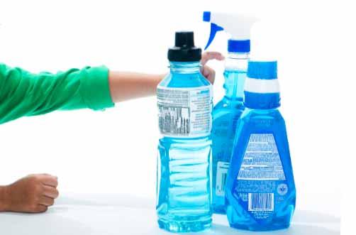 Wegen der Gefahr von Bakterien sollte man Plastikflaschen nicht wiederverwenden.
