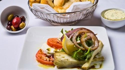 Salat ist eine gute Ergänzung für die Artischocken-Diät.