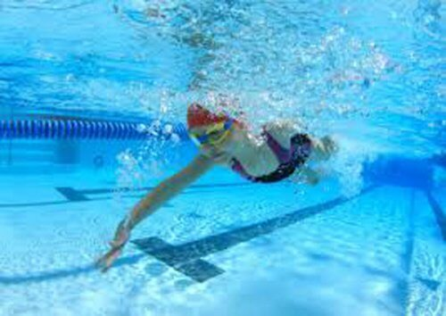 Schwimmen belastet die Knie nicht