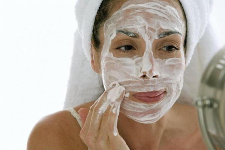 Cremes - feuchtigkeitsspendende Hausmittel gegen trockene Haut