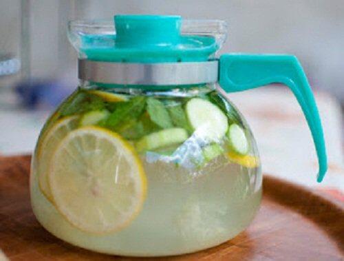 Wasser zum Abnehmen mit Zitrone und Gurke