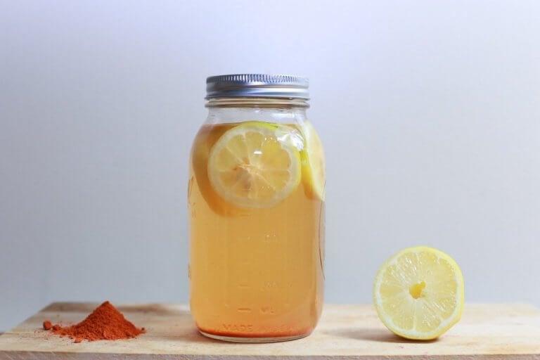 Zitronenwasser - ein Hausmittel zur Bekämpfung von Flöhen