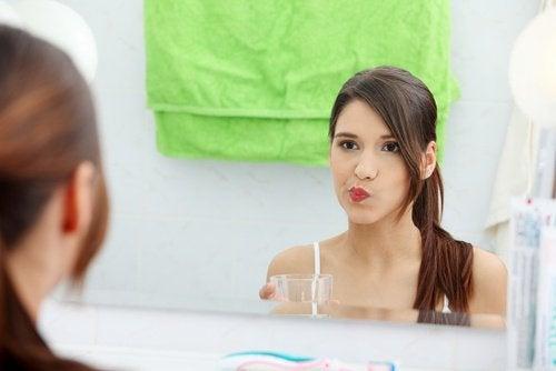Anwendungen von Apfelessig: Mundspülung
