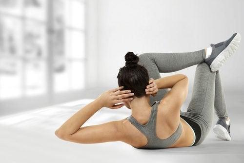 Training der schrägen Bauchmuskeln