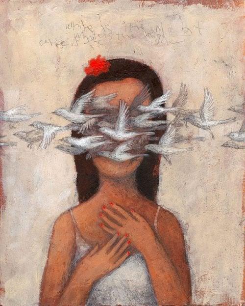 Frau mit Vögeln vor den Augen stellt sich die Frage: Ist es die Liebe meines Lebens?
