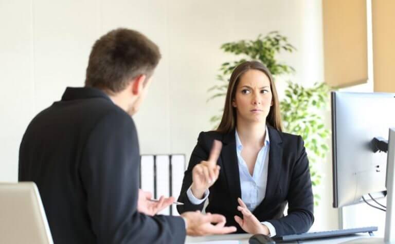 Fehler aus Eifersucht: keine Hilfe akzeptieren