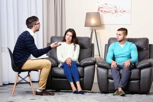 Paartherapie beim Psychologen um Liebe ohne Leidenschaft zu verstehen