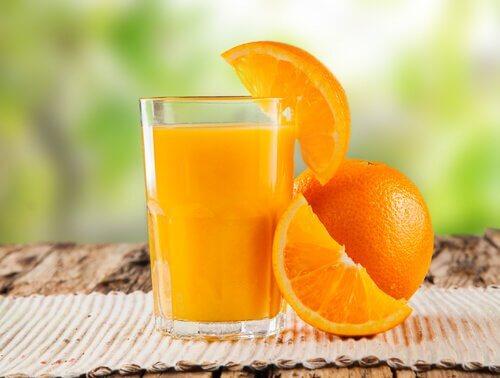 natürliche Darmreinigung mit Orangensaft