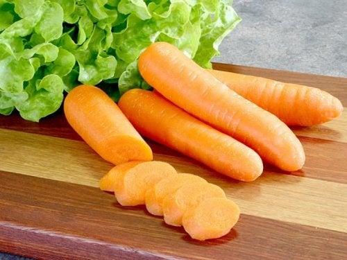 Karotten und Salat als Naturheilmittel gegen Gastritis