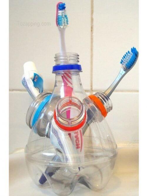 Plastikflaschen recyceln und in einen Zahbürstenhalter verwandeln