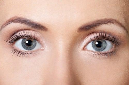 selbstgemachte Augencreme gegen Falten für schöne Augen