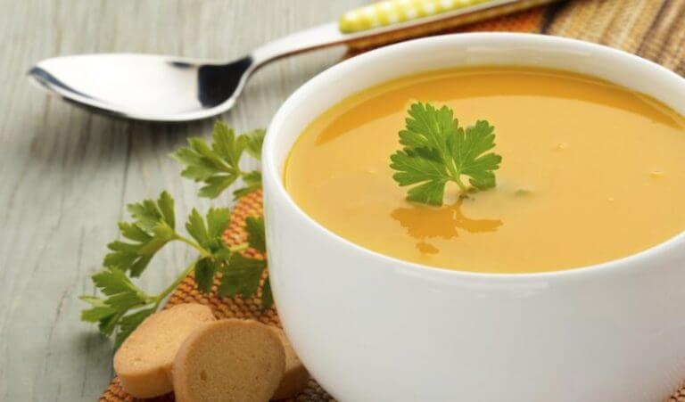 Abendessen zum Abnehmen: Beginne mit einer Suppe