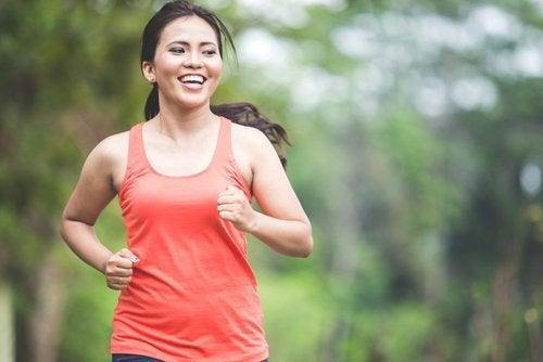 Gewohnheiten am Abend: Frau macht Sport!