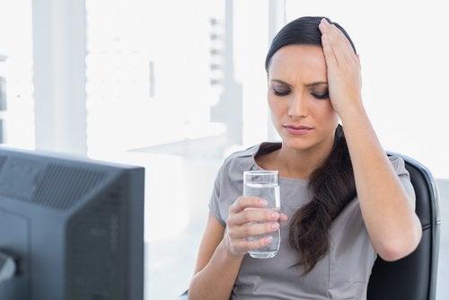 Zitronensaft mit Chia-Samen gegen Wassermangel