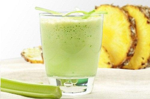 Drink mit Ananas für dein Wohlbefinden