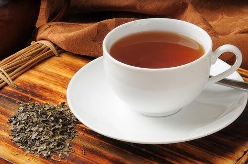 Boldo-Tee zur Bekämpfung von Blähungen