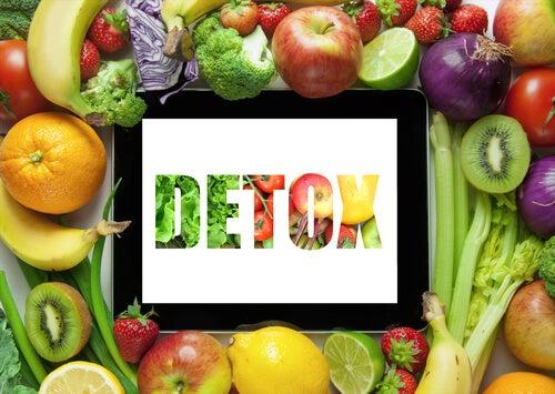 Detox-Kur mit grünen Smoothies aus Obst und Gemüse