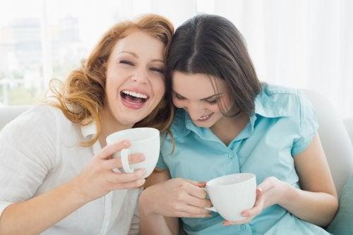 Frauen sprechen über Gesundheitstipps für die Wechseljahre