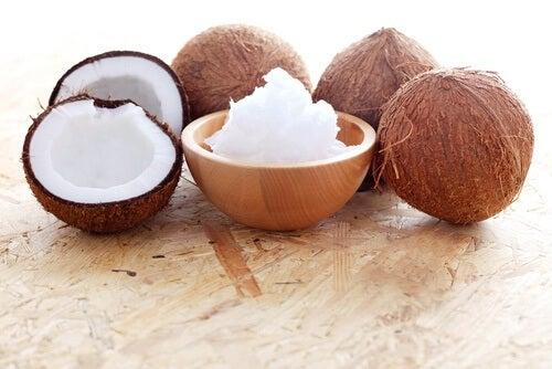 selbstgemachtes Hautgel mit Kokosöl