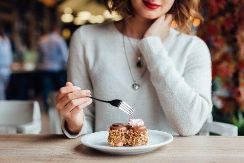 7 Dinge, die du nach dem Essen vermeiden solltest